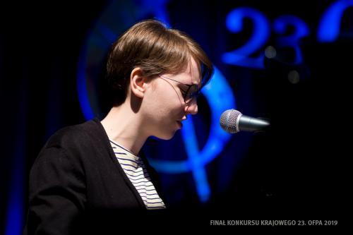 024 Julia Mika